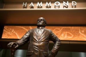 hammond-statue-big