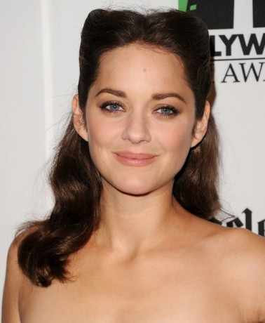 marion-cotillard-long-hairstyle-curls-with-knots